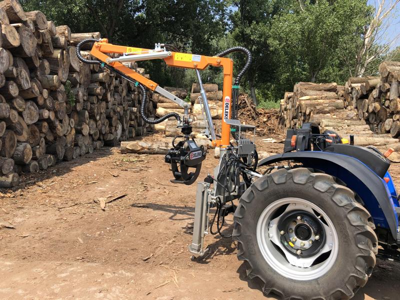 grue-forestière-hydraulique-pour-chargement-du-bois-pour-attelage-tracteur-mod-crab-3000