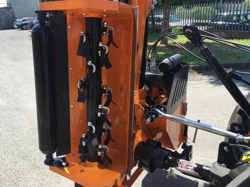 epareuse-hydraulique-pour-tracteur-avec-broyeur-ou-taille-haie-mod-airone-60