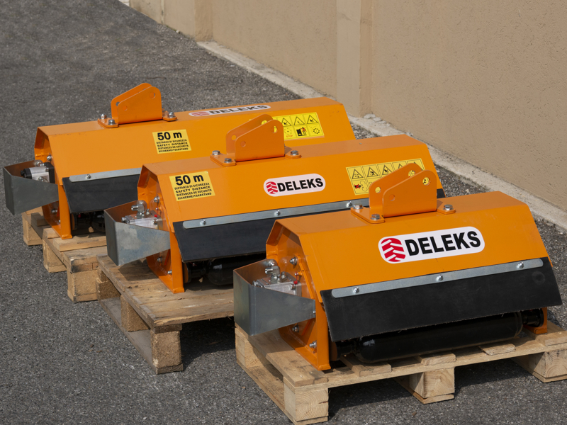 epareuse-hydraulique-pour-tracteur-avec-broyeur-ou-taille-haie-mod-airone-80