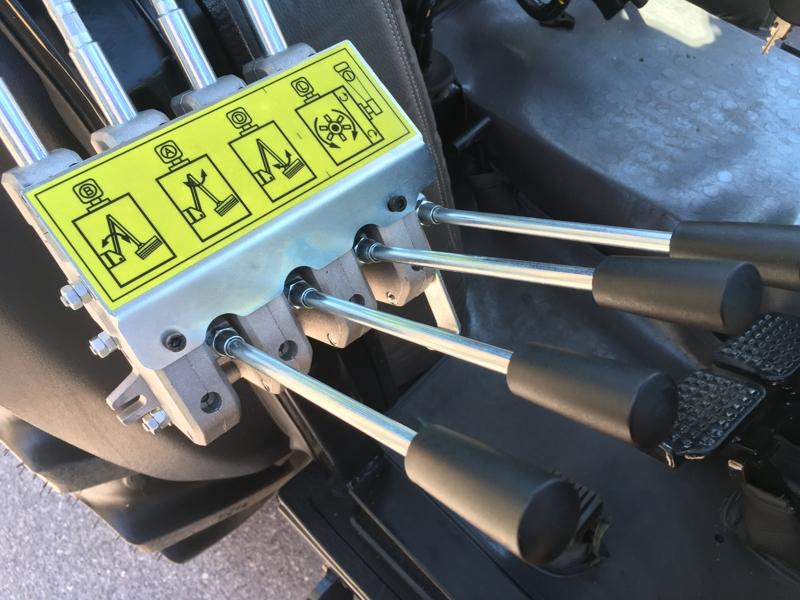 epareuse-hydraulique-pour-tracteur-avec-broyeur-ou-taille-haie-mod-airone-100