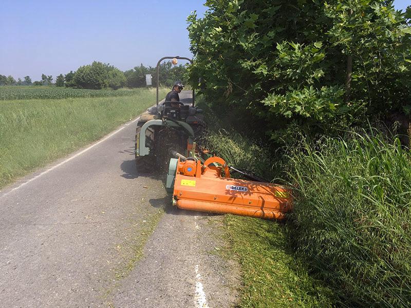 broyeur-à-marteaux-d-accotement-pour-tracteur-modèle-deleks
