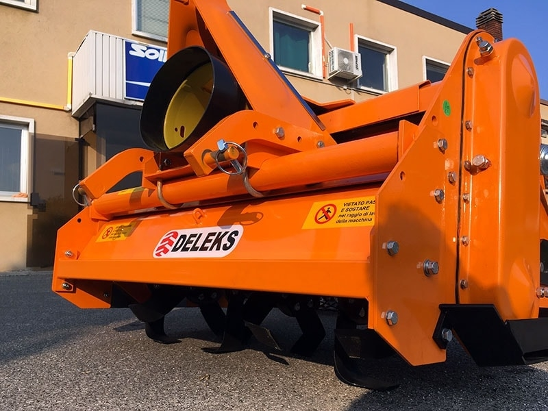 enfouisseur-de-pierres-dfu-120-déportable-pour-tracteur